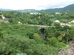 Pont sur le Galion en Guadeloupe. Source : http://data.abuledu.org/URI/5276a8b6-pont-sur-le-galion-en-guadeloupe