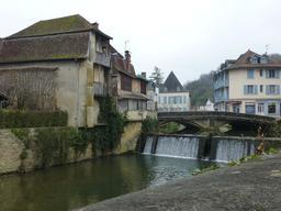 Pont sur le Saleys. Source : http://data.abuledu.org/URI/5865d7a3-pont-sur-le-saleys