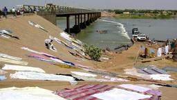 Pont sur le Sénégal et chaussée submersible. Source : http://data.abuledu.org/URI/54d3e125-pont-sur-le-senegal-et-chaussee-submersible