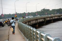 Pont sur le Wouri à Douala. Source : http://data.abuledu.org/URI/52dadb2c-pont-sur-le-wouri-a-douala