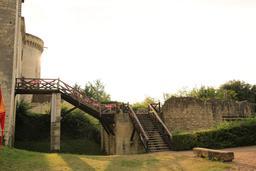 Pont sur les douves du château de Loches. Source : http://data.abuledu.org/URI/55e41524-pont-sur-les-douves-du-chateau-de-loches