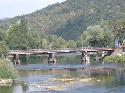 Pont sur un étang en Croatie. Source : http://data.abuledu.org/URI/556180ff-pont-sur-un-etang-en-croatie
