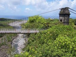 Pont suspendu de la Rivière de l'Est de La Réunion. Source : http://data.abuledu.org/URI/5276ab89-pont-suspendu-de-la-riviere-de-l-est-de-la-reunion