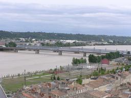Ponts et passerelle Eiffel à Bordeaux. Source : http://data.abuledu.org/URI/5148bf2b-ponts-et-passerelle-eiffel-a-bordeaux