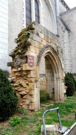 Porche roman à Montignac-24. Source : http://data.abuledu.org/URI/5994e992-porche-roman-a-montignac-24
