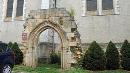 Porche roman à Montignac-24. Source : http://data.abuledu.org/URI/5994e9a6-porche-roman-a-montignac-24