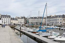 Port de Vannes quai Eric Tabarly. Source : http://data.abuledu.org/URI/501e28a3-port-de-vannes-quai-eric-tabarly