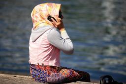 Portable et foulard. Source : http://data.abuledu.org/URI/5339cb67-portable-et-foulard