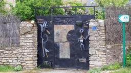 Portail artistique en Bretagne. Source : http://data.abuledu.org/URI/571e8b98-portail-artistique-en-bretagne