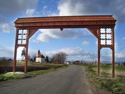 Portail d'entrée de village décoré. Source : http://data.abuledu.org/URI/536a303b-portail-d-entree-de-village-decore-