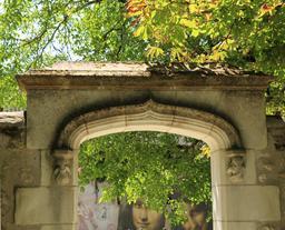 Portail d'entrée du parc du Clos Lucé. Source : http://data.abuledu.org/URI/55cbd802-portail-d-entree-du-parc-du-clos-luce