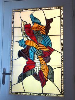 Porte avec vitrail. Source : http://data.abuledu.org/URI/52da63fa-porte-avec-vitrail