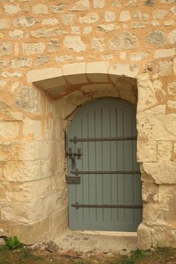 Porte basse au château de Sainte-Maure-de-Touraine. Source : http://data.abuledu.org/URI/55dd96f4-porte-basse-au-chateau-de-sainte-maure-de-touraine