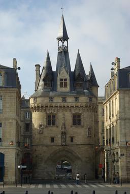 Porte Cailhau à Bordeaux. Source : http://data.abuledu.org/URI/5547e8a8-porte-cailhau-a-bordeaux