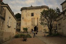 Porte d'entrée de la cité de Loches. Source : http://data.abuledu.org/URI/55e403cc-porte-d-entree-de-la-cite-de-loches