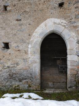 Porte de chapelle. Source : http://data.abuledu.org/URI/56d57376-porte-de-chapelle