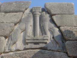 Porte des lions à Mycènes. Source : http://data.abuledu.org/URI/5072b61d-porte-des-lions-a-mycenes