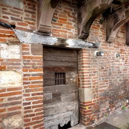Porte en bois quai de Choiseul à Albi. Source : http://data.abuledu.org/URI/59c18ac3-porte-en-bois-quai-de-choiseul-a-albi