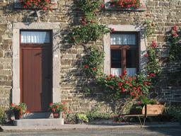 Porte et fenêtre à imposte. Source : http://data.abuledu.org/URI/50b646ec-porte-et-fenetre-a-imposte