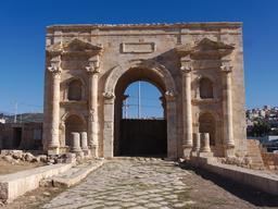 Porte nord à Jerash. Source : http://data.abuledu.org/URI/54b539e8-porte-nord-a-jerash