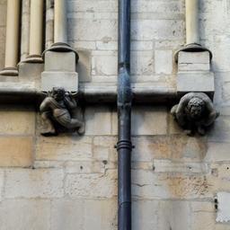 Porteurs de pierres rue des forges à Dijon. Source : http://data.abuledu.org/URI/59d47384-porteurs-de-pierres-rue-des-forges-a-dijon