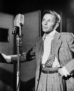 Portrait de Frank Sinatra en 1947. Source : http://data.abuledu.org/URI/58a4cd22-portrait-de-frank-sinatra-en-1947