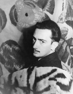 Portrait de Salvador Dalí en 1939. Source : http://data.abuledu.org/URI/53728249-portrait-de-salvador-dal-en-1939