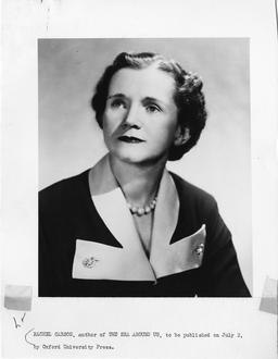 Portrait officiel de Rachel Carson. Source : http://data.abuledu.org/URI/53848f25-portrait-officiel-de-rachel-carson