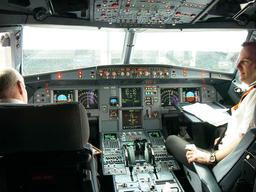 Poste de pilotage de l'Airbus. Source : http://data.abuledu.org/URI/518f6ab2-poste-de-pilotage-de-l-airbus