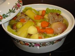 Pot-au-feu. Source : http://data.abuledu.org/URI/51a63b98-pot-au-feu