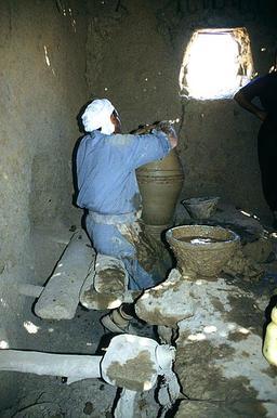 Potier égyptien au travail. Source : http://data.abuledu.org/URI/58d24cf7-potier-egyptien-au-travail