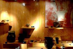 Potiers et poteries protohistoriques au musée de Dijon. Source : http://data.abuledu.org/URI/56ced909-potiers-et-poteries-protohistoriques-au-musee-de-dijon