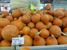 Potimarrons au marché couvert de Nancy. Source : http://data.abuledu.org/URI/581a3a5e-potimarrons-au-marche-couvert-de-nancy