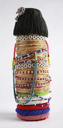 Poupée en perles bantoue. Source : http://data.abuledu.org/URI/52d2786b-poupee-en-perles-bantoue