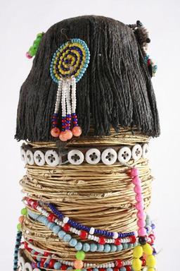 Poupée en perles bantoue. Source : http://data.abuledu.org/URI/52d27978-poupee-en-perles-bantoue