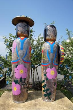 Poupées Kokeshi géantes. Source : http://data.abuledu.org/URI/52017107-poupees-kokeshi-geantes
