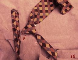 Pour défaire un noeud de cravate - 10. Source : http://data.abuledu.org/URI/5335e9c3-pour-defaire-un-noeud-de-cravate-10