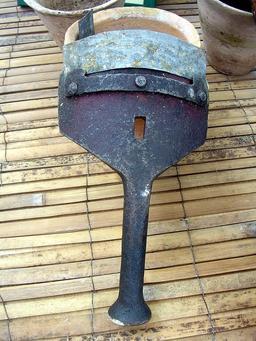 Pousse crampon de gemmeur. Source : http://data.abuledu.org/URI/5131c6c9-pousse-crampon-de-gemmeur