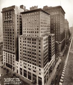 Premiers gratte-ciels à New York en 1921. Source : http://data.abuledu.org/URI/589e682a-premiers-gratte-ciels-a-new-york-en-1921