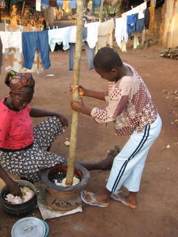 Préparation du foufou au Ghana. Source : http://data.abuledu.org/URI/54b6ec53-preparation-du-foufou-au-ghana