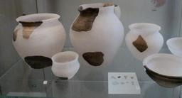 Présentation d'objets archéologiques au musée d'Édimbourg. Source : http://data.abuledu.org/URI/55df63ec-presentation-d-objets-archeologiques-au-musee-d-edimbourg