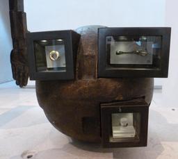 Présentation des objets archéologiques au Musée d'Édimbourg.. Source : http://data.abuledu.org/URI/55df21e3-presentation-des-objets-archeologiques-au-musee-d-edimbourg-