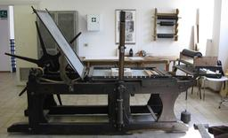 Presse lithographique. Source : http://data.abuledu.org/URI/511cc0c2-presse-lithographique