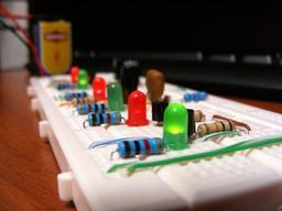 Prototypes de circuits électroniques. Source : http://data.abuledu.org/URI/52ae09ef-prototypes-de-circuits-electroniques