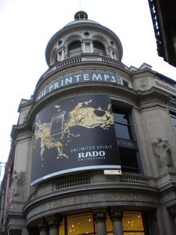 Publicité sur la façade du Printems. Source : http://data.abuledu.org/URI/5171a42d-publicite-sur-la-facade-du-printems