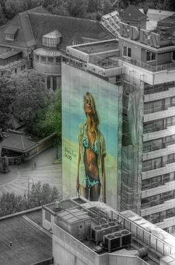 Publicité urbaine pour bikini. Source : http://data.abuledu.org/URI/532ed668-publicite-urbaine-pour-bikini