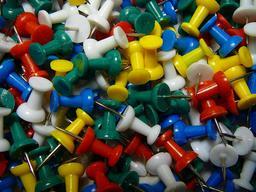 Punaises de plusieurs couleurs. Source : http://data.abuledu.org/URI/53ab6884-punaises-de-plusieurs-couleurs