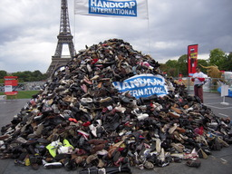 Pyramide de chaussures. Source : http://data.abuledu.org/URI/50295336-pyramide-de-chaussures