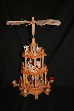 Pyramide de Noël. Source : http://data.abuledu.org/URI/549dff6a-pyramide-de-noel