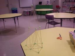 Pyramide de spaghettis. Source : http://data.abuledu.org/URI/529d0b2f-pyramide-de-spaghettis